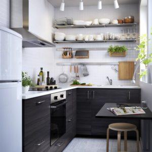 pour optimiser luespace dans une petite cuisine il est recommand de miser sur les rangements en. Black Bedroom Furniture Sets. Home Design Ideas